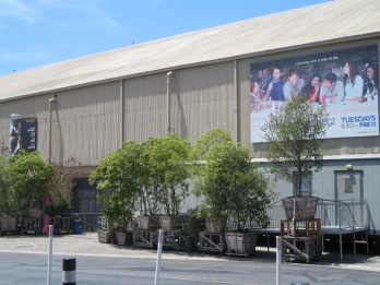 16) The Mindy Project studio at Universal